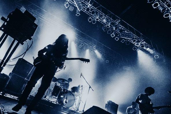 ライヴ・アルバムの存在意義を問い直す、<br /> オウガ・ユー・アスホール新作の新しさ。<br /> 10周年記念ライヴ・ツアーも開催ですよ!