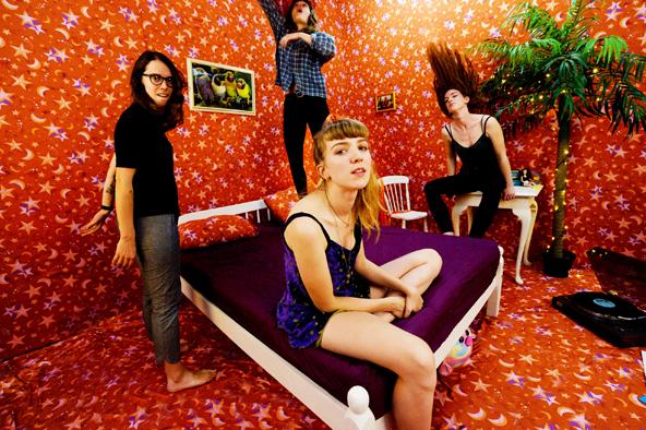 レディオヘッド『ザ・ベンズ』とピクシーズ<br /> 『ドリトル』を繋ぐ完全無欠の女性バンド、<br /> ザ・ビッグ・ムーン、その名もデカいケツ!